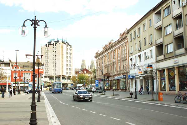 Vršac,_pohled_na_hotel_Srbija.jpg