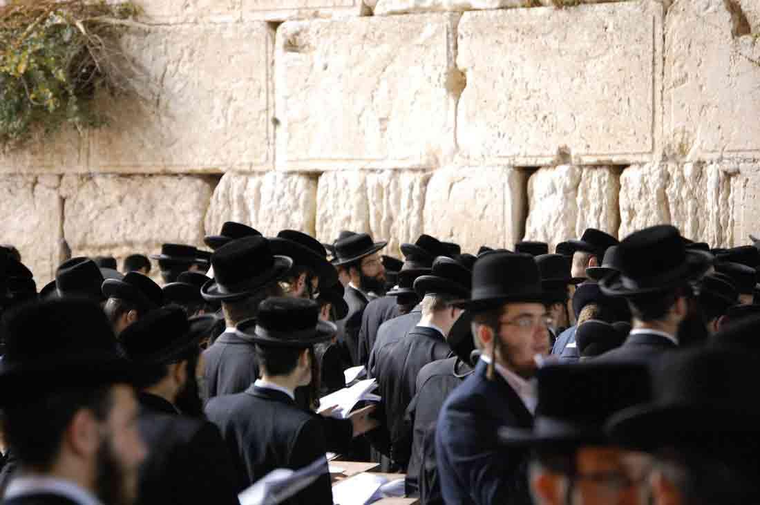 1de-ce-sunt-vinovati-evreii.jpg