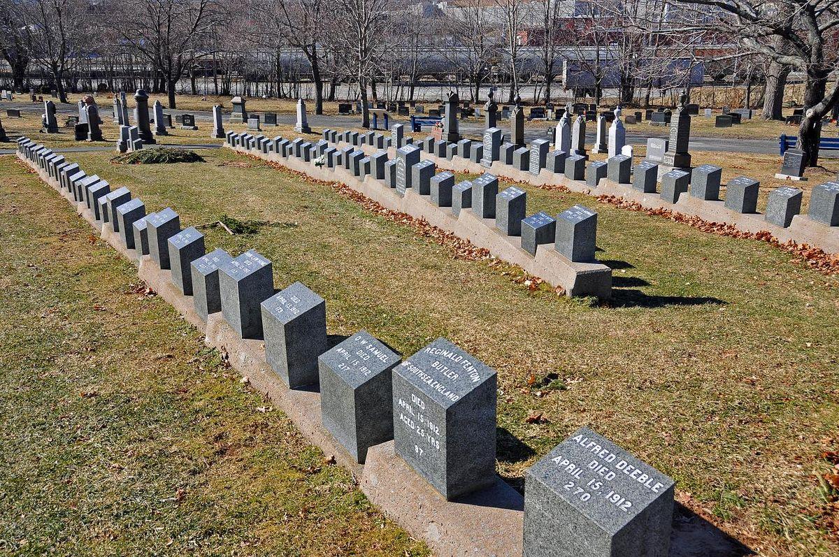 """În cimitirul """"Fairview"""" din Halifax, Noua Scoție, Canada, odihnesc peste 100 de victime ale tragediei de pe """"Titanic"""".jpg"""