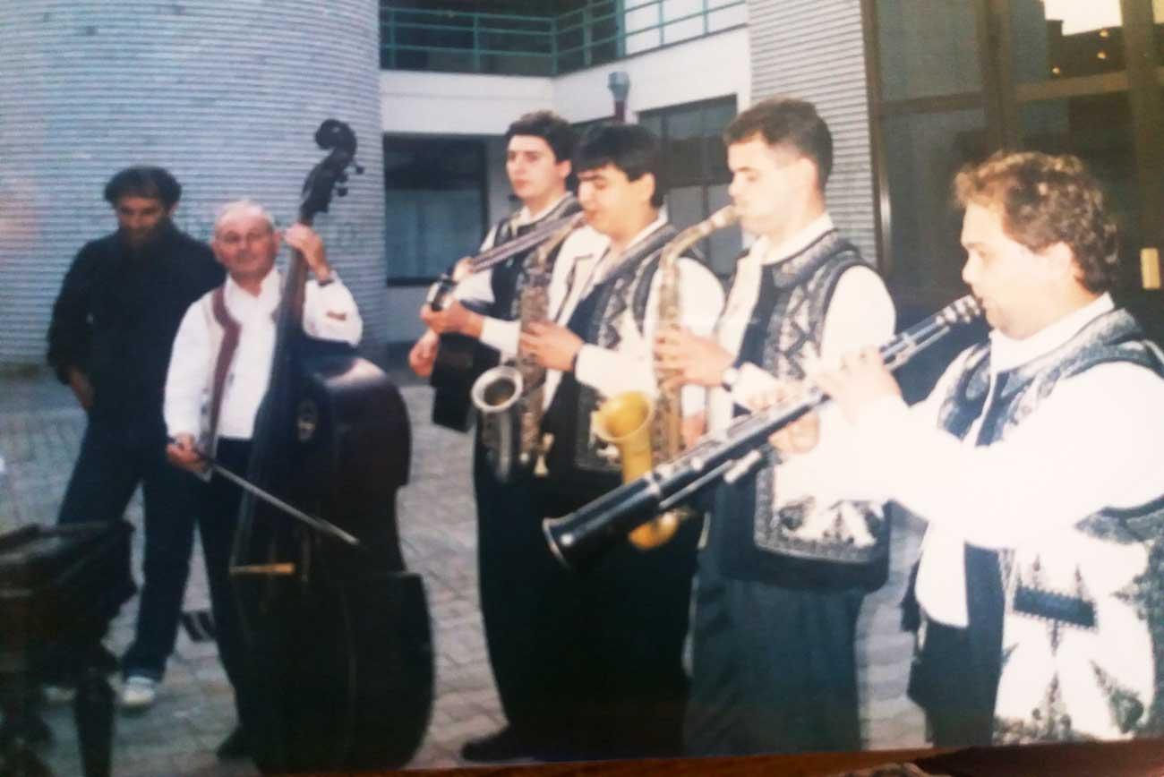 Luceafarul-Ruma-1991-Placheta-de-aur-dirijor-Adrian-Iorga1.jpg